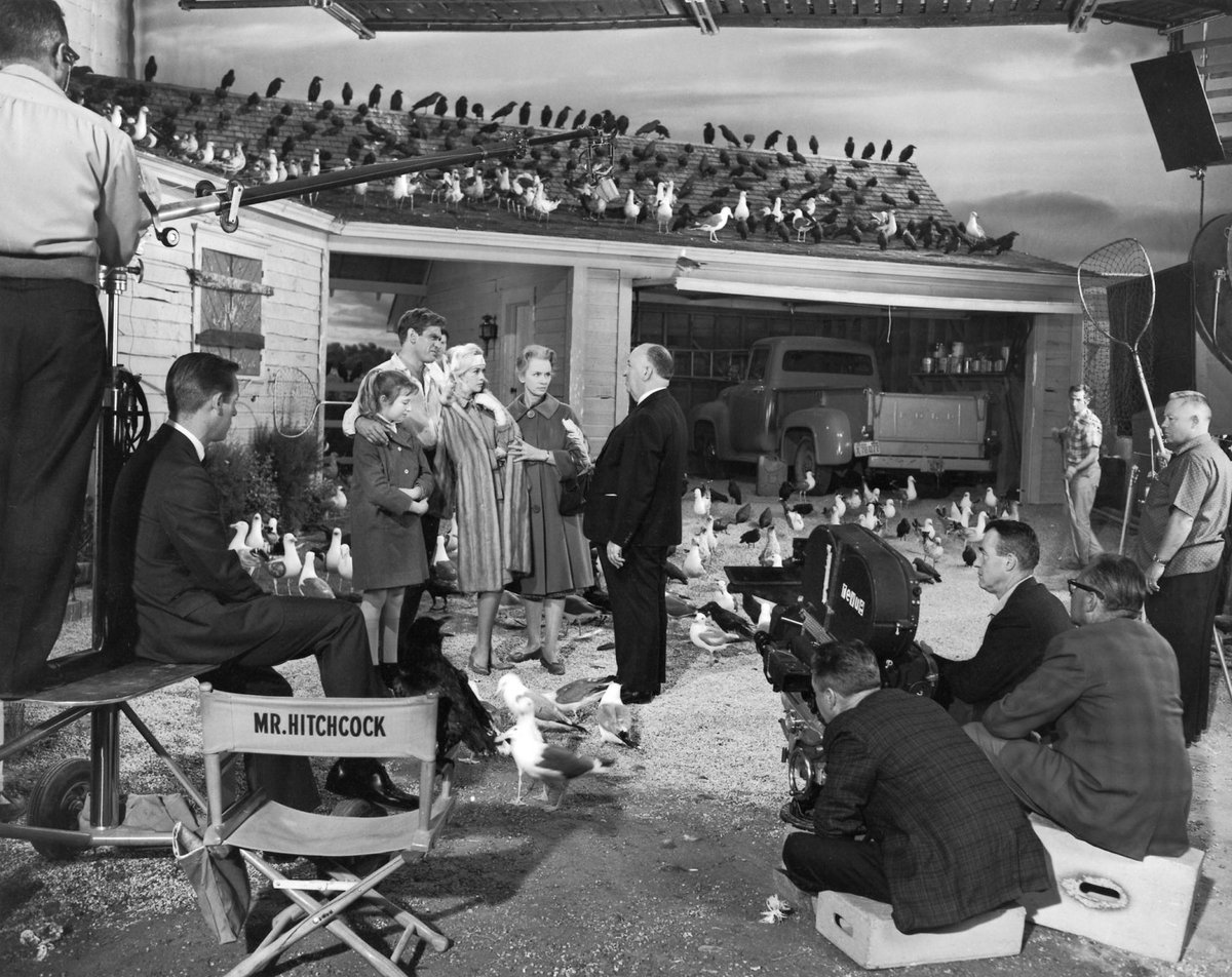 Alfred Hitchcock directing THE BIRDS in 1963.. https://t.co/Wa0dlgp7wx