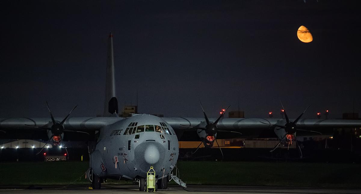 test ツイッターメディア - #PacificIron2021 横田基地で第36空輸中隊のC-130Jスーパー・ハーキュリーズがグアム、アンダーセン空軍基地へ向けて出発準備中。#陸上自衛第一空挺団 #USSOCOM  #USAF https://t.co/fMqaTG198n