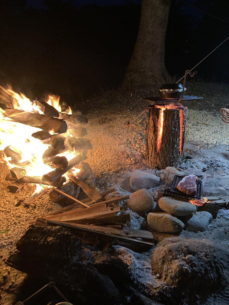 test ツイッターメディア - おはようございます☀ ジドリーナです🐷  先日、中標津のとあるキャンプ場に ソロキャンプしにきた お友達を突撃してきました😝  直火オッケーで サバイバルな感じが良すぎでした✨  #マルハン中標津店  #キャンプ好きと繋がりたい  #スウェーデントーチ #キャンプファイヤー https://t.co/1L3gajEbUH