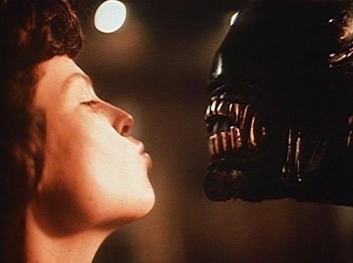 From the 1979 set of Ridley Scott's ALIEN.. https://t.co/UN69uNBkVS
