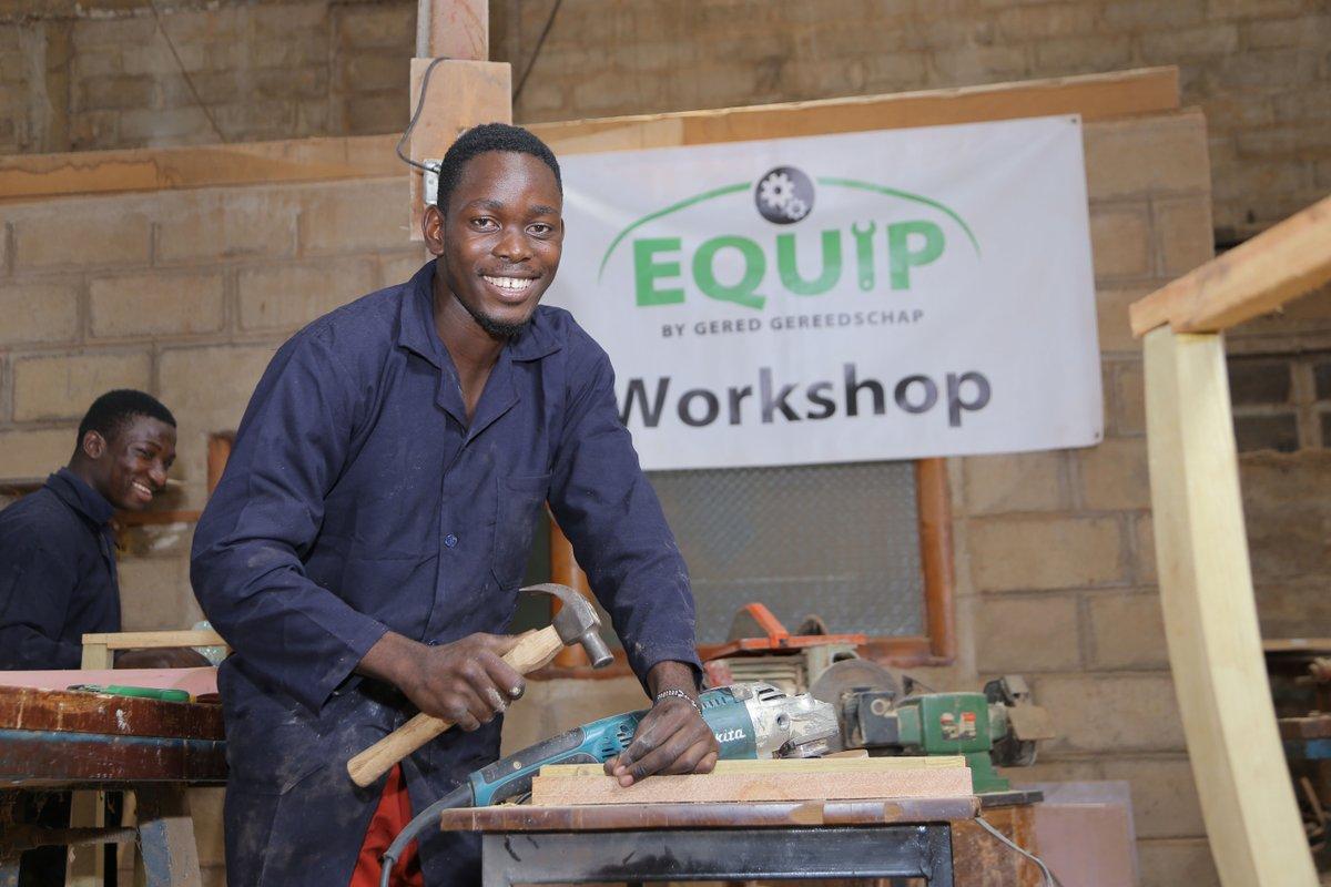 test Twitter Media - Midden in de corona crisis een eigen timmerbedrijf beginnen.  Jackson Kyabene deed het! Hij kon terecht in de EQUIP werkplaats bij partner COWA in Kampala en maakt gebruik van het gereedschap van Gered Gereedschap.   Meer over deze ondernemende vakman: https://t.co/mxwwHYNiA0 https://t.co/BTi7pFXkvI