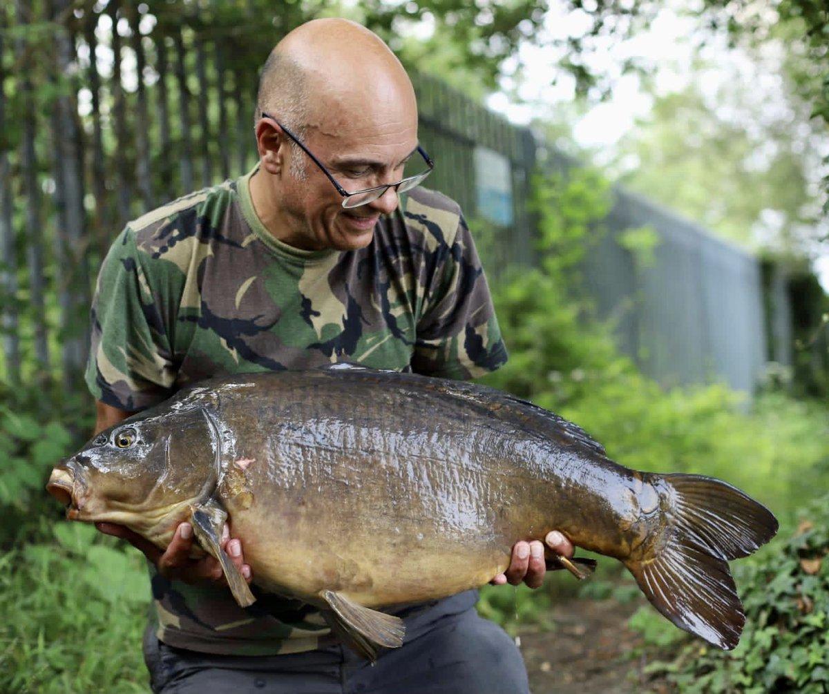 Here's a 'proper' pic of Chris' 28lb #bigcarp #carpfishing #carp #fishing #fishinglife #carp