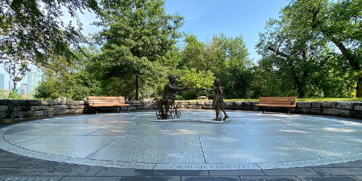 """test Twitter Media - Meredith Bergmann '76 is hoping FDR can inspire the public once again. To honor his legacy, she'screated a larger-than-life-size bronze memorial. """"I hope this will function symbolically to inspire anyone who's struggling with a crippling problem...""""  https://t.co/Yv2CX52jr4 https://t.co/TxFIylL66t"""