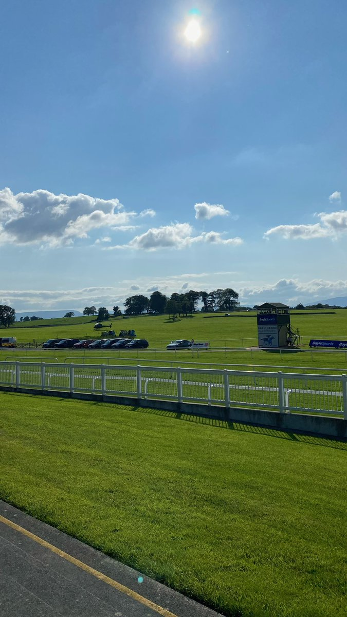 test Twitter Media - A sunny Monday 😎 in @BallinrobeRaces to start another busy week of racing !! @RacingTV @HRIRacing @HRIOwners https://t.co/fjwnN1Rwon