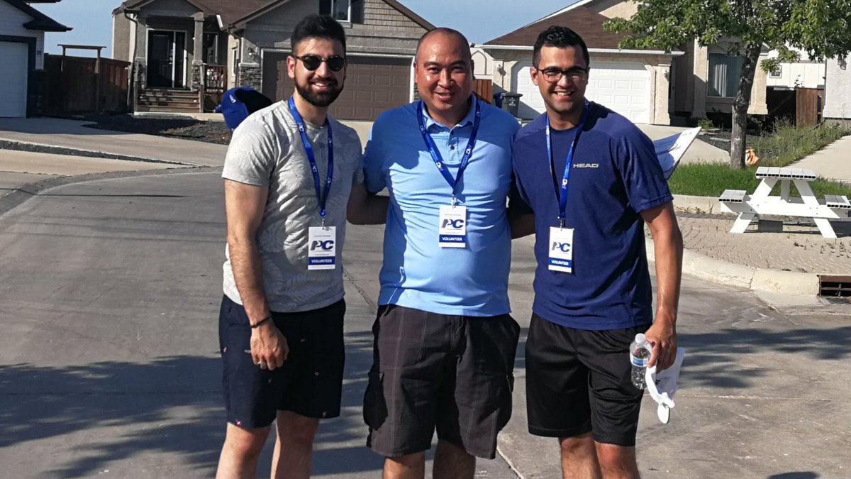test Twitter Media - A scorching hot day at the doors in South Pointe with @M_Almaleki & @dbmhunter. More support for the Blue team and now time to watch the @Wpg_BlueBombers #ForTheW #Reyes4Waverley https://t.co/ooHu7ZyCqU