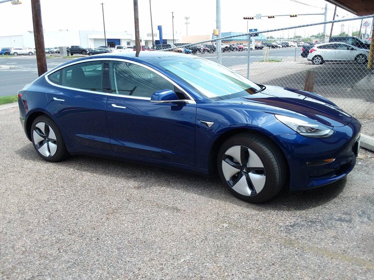 @capn222 @JiLL_pr @Model3Owners @Tesla @TeslaModel3 I have one😊and really would like a performance model😉 https://t.co/DmQr2rJLxE