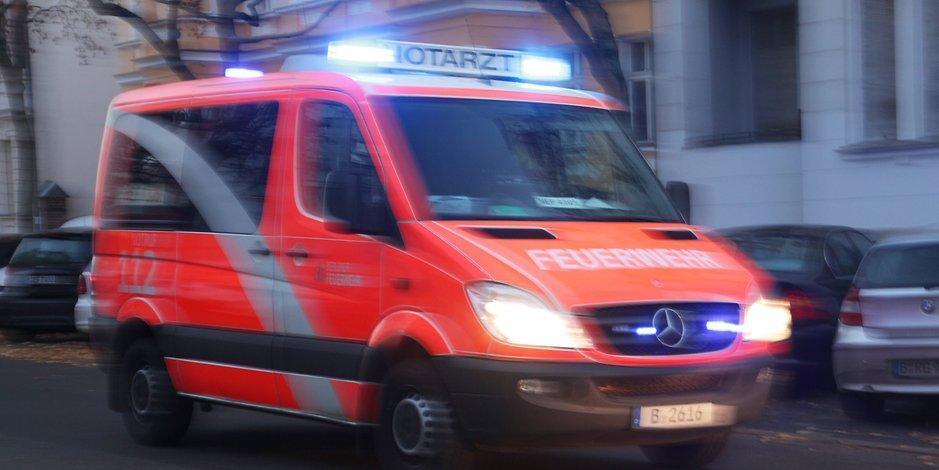 Unfall-Drama: Balkon bricht ab - drei Menschen stürzen in die Tiefe https://t.co/sT2o2wRFQo https://t.co/VFdlE2R3J2