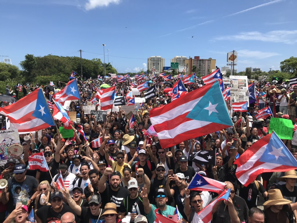 RT @DavidBegnaud: Right now in San Juan Puerto Rico.  The crowd is growing.  I'd estimate 400,000 people https://t.co/AoEwfPxJRL