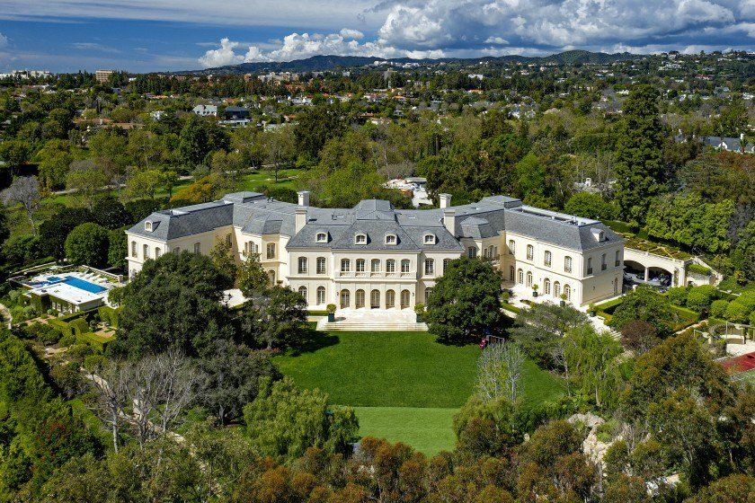 RT @trailsofsmoke: Sugar Ray Leonard asking $52 million for his massive California mansion https://t.co/43lMK1lfyr https://t.co/ib8ZsLv16X