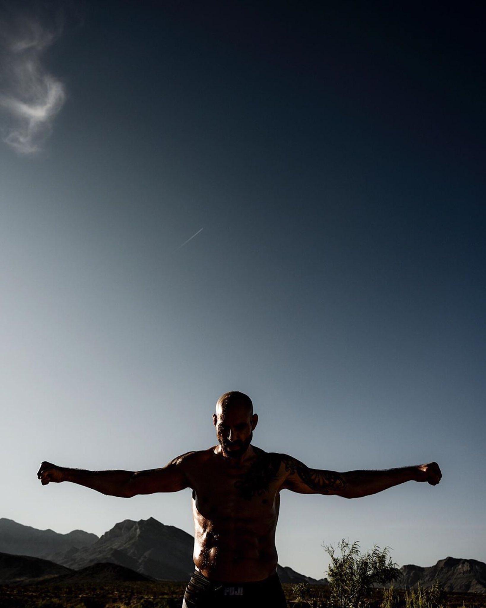 #Samurai  #Repost @ericcoleman ・・・ // @bensaundersmma // @ufc // #UFC #MMA #MartialArts https://t.co/ZvhlR8Zu3p