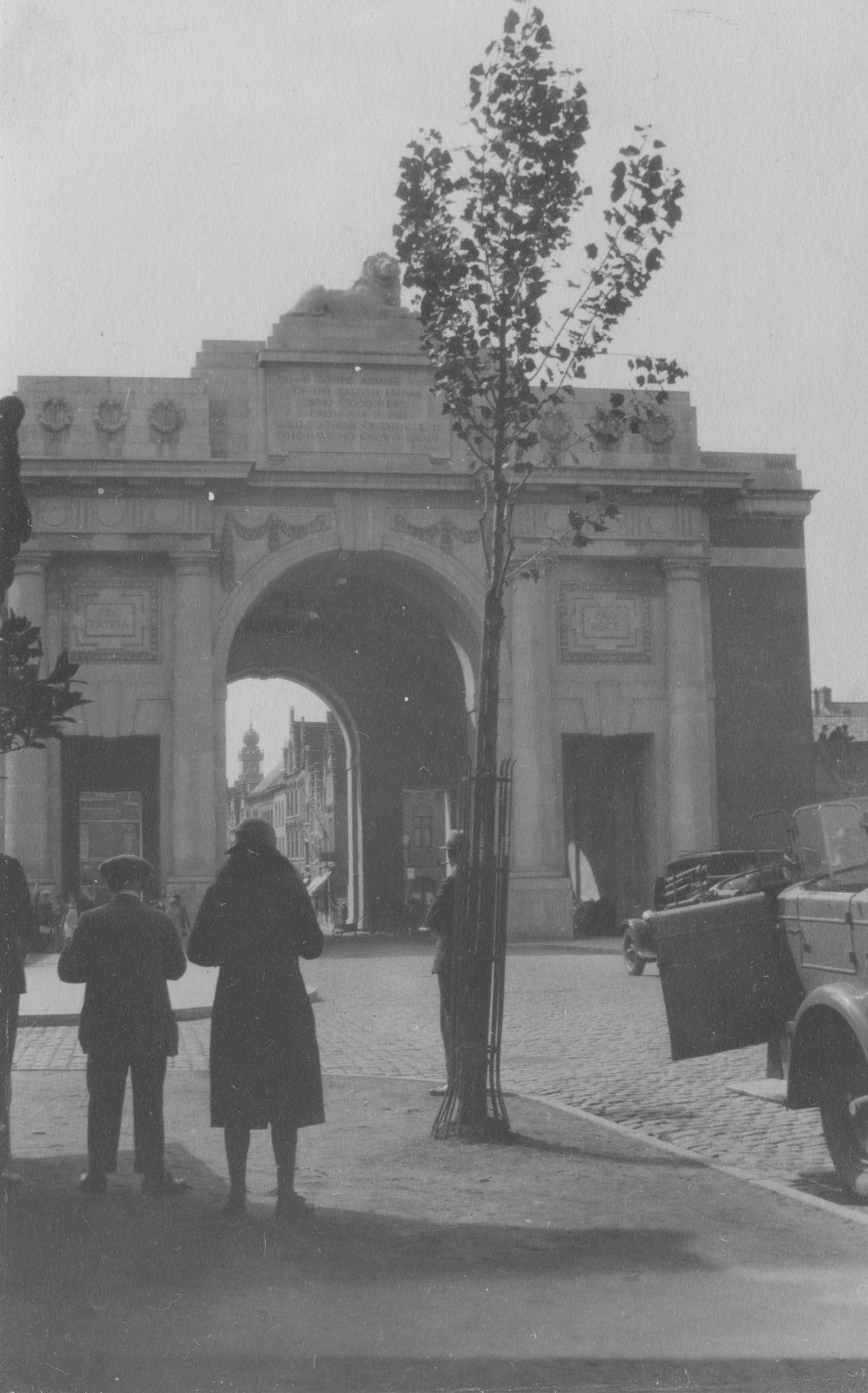 """#OTD in 1927, the Menin Gate Memorial in Ypres was unveiled by Lord Plumer. To the assembled crowd he said """"He is not missing, he is here."""" It's a memorial that has inspired so many and continues to inspire students on @HoltsTours Battlefield Tours. https://t.co/8hKkprSHvh"""