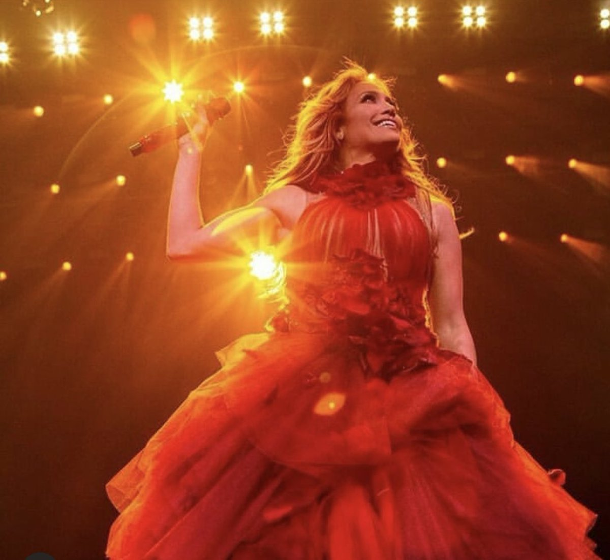 RT @NAPPYTABS: A birthday worthy of a queen #Happy50th @jlo #ItsMyPartyTour #HappyBirthday https://t.co/FJLcs99oWv