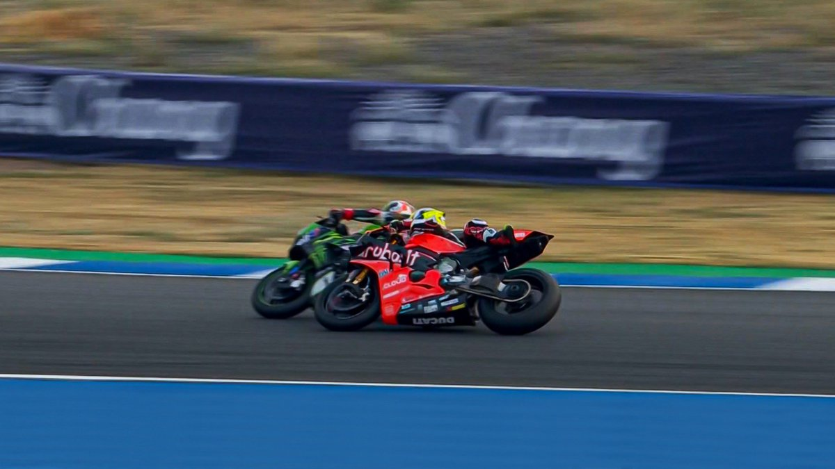test Twitter Media - Take 🖐 – The best moments from Thailand!  A scorching Pirelli Thai Round ignited a rivalry and saw patterns emerge!  #THAWorldSBK 🇹🇭  📃| #WorldSBK  https://t.co/zClNVceTvb https://t.co/NK2QcUfRzv