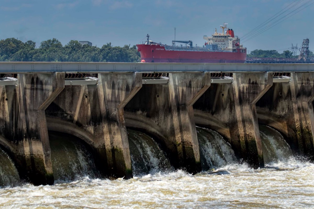 RT @JohnSnellFox8: Riding high on the #MississippiRiver at #BonnetCarre #spillway #opticalillusion https://t.co/X52TltO1Sw