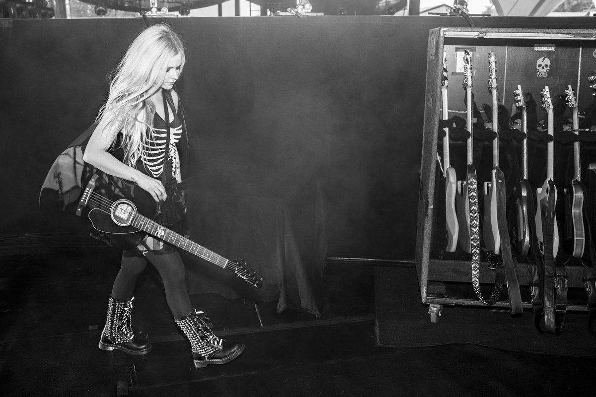 Have you gotten your tickets to the #HeadAboveWaterTour?  Get yours at https://t.co/VEMPhl2tzs https://t.co/IqpsIKpDzd