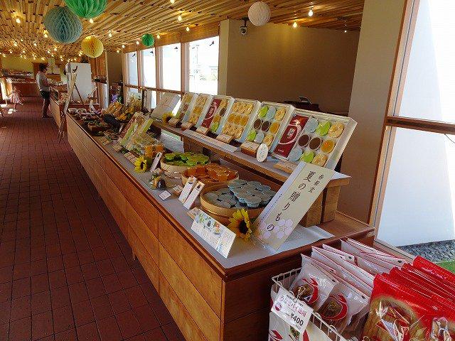 test ツイッターメディア - 春華堂の期間限定ショップ「POP UP STORE KANDA」でJC関係者用の手土産を。 可愛い店内にいろんなうなぎパイが。 やっぱりJC土産は、菓子部会大先輩とこの夜のお菓子ですよね♪ #静岡 #浜松 #春華堂 #うなぎパイ #VSOP #ナッツ #お徳用 #浜松銘菓 #JCI #JC #菓子部会 #先輩 https://t.co/23npQaud9n