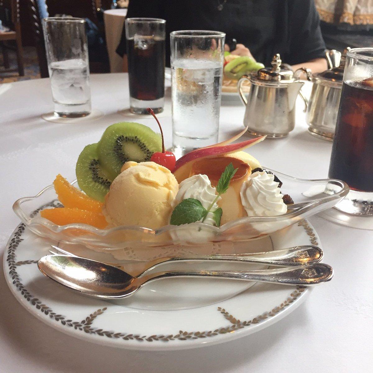 test ツイッターメディア - ホテルニューグランドの普段は公開されていないフェニックスルームでお茶ができるとお誘いいただいて、午前中から優雅な時間を。馬車道十番館も好きだけれど、こちらのプリンアラモードも美味しかったです😋 utopianoさんの撮られた内装の写真がきれい✨そしてやっぱり2階ロビーの雰囲気に憧れます。 https://t.co/5tJnixSUsp