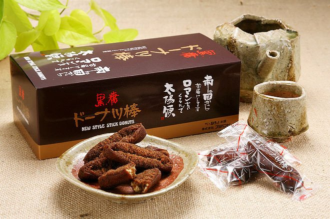test ツイッターメディア - 熊本の(株)フジバンビが作ってるドーナツ棒 今まで黒糖や阿蘇ジャージー牛乳、蜂蜜とかが主だったけど 今回行ったら九州各県のご当地素材のドーナツ棒ってのが新しくあって 試食したらとても美味しかったからいくつか購入 特に大分のかぼすと福岡のあまおうが美味しかった #スイーツ #フジバンビ #九州 https://t.co/Dt8sHMR5hG