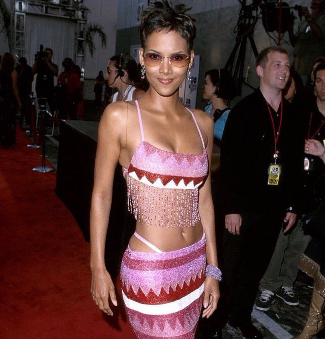 Happy 53rd birthday to the beautiful Halle Berry!