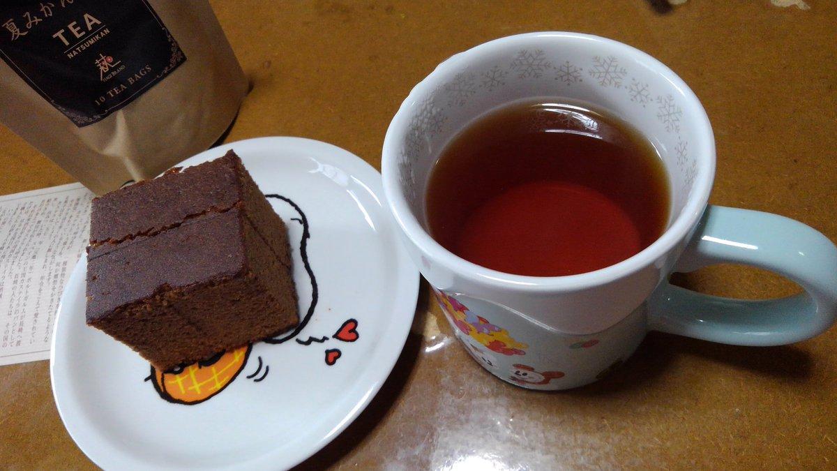 test ツイッターメディア - 午後のお茶の時間です☕(^^)  昨日に続き、【夏休み紅茶】と 長崎の松翁軒さんのカステラ【チョコラーテ】です。  チョコ味のカステラです。 甘くてしっとりしていて美味しいです(*^^*) https://t.co/UIsonyOfPN
