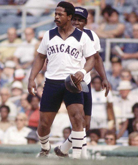 #ThisDayInBaseball 1976  In the first game of a doubleheader against Kansas City, the @WhiteSox take the field wearing shorts. Chicago, after a 5-2 comfortable win in the opener, dons long pants for the nightcap and comes out on the short end to the Royals, 7-1.  #bubbaonbaseball https://t.co/thTxfHMlPX
