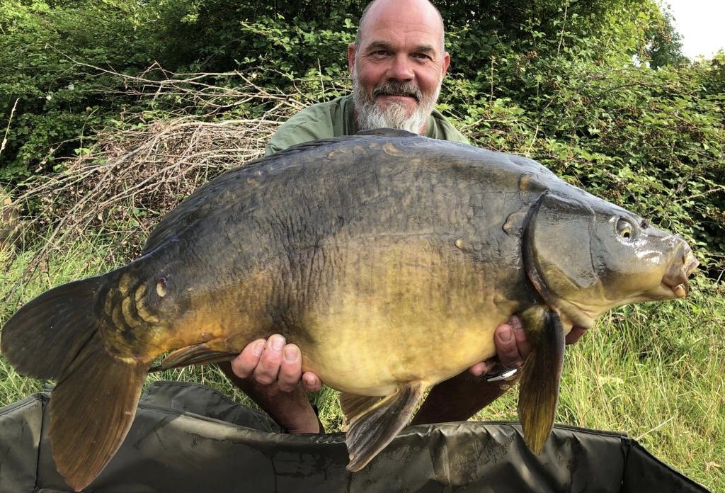 And his mate Darryl Mills just beats him with a 29lb 8oz. #carpfishing #<b>Bigcarp</b> https://t.co/