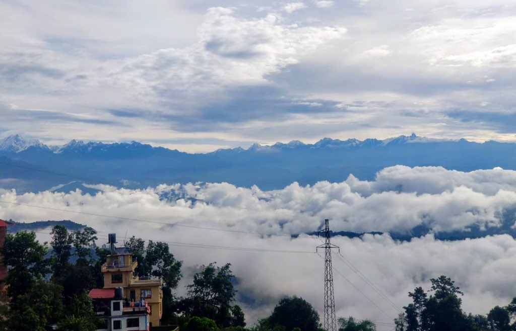Clouds above and below the Annapurna Range, Himalayas, Nepal, pic taken by my son @EarthandClouds @ThePhotoHour @StormHourMark @CloudAppSoc @weathernetwork @NepaliTimes @stormhour #Annapurna #Himalayas #Nepal #Clouds https://t.co/uTCAWatY1a