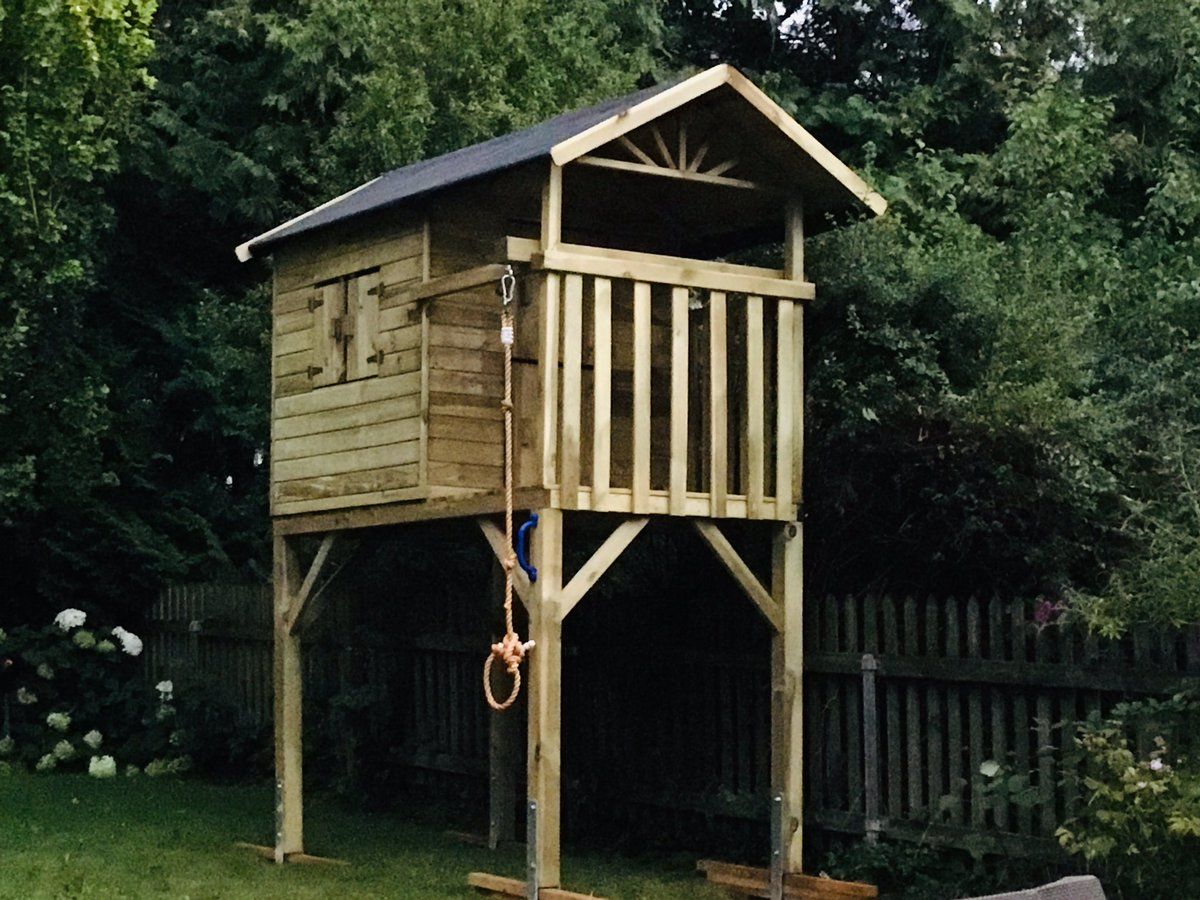 Noch so'n Highlight während meiner kleinen Auszeit. Stelzenhaus für die Jungs gebaut. ✅👊👊🏽👊🏻 https://t.co/ofvS8AJjUb