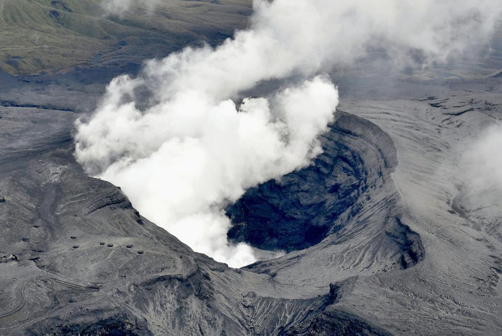 test ツイッターメディア - 【阿蘇山を噴火させた「証拠」発見】 大地震が発生すると火山の噴火が起きる-。 この関連性は科学的に説明できていませんでした。 しかし、九州大の研究チームが熊本地震と阿蘇山噴火の関係を明らかにすることに初めて成功したと発表。噴火の予知に役立つ可能性があります。 https://t.co/wJjv9xpeOL https://t.co/bUqmNkeXbO