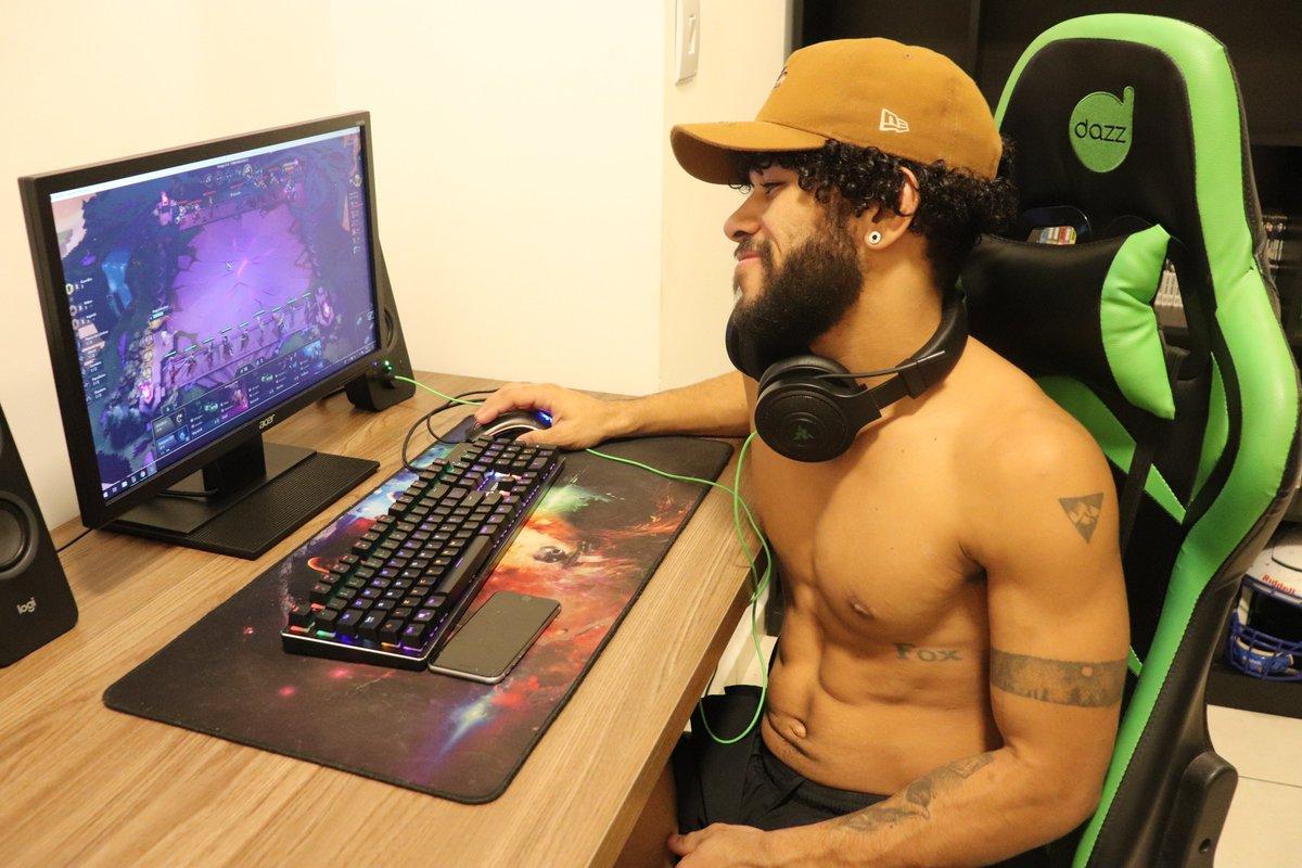 Cade os gamers para uma partida no lol? nick: mugenwalker https://t.co/LuLO4K4V95