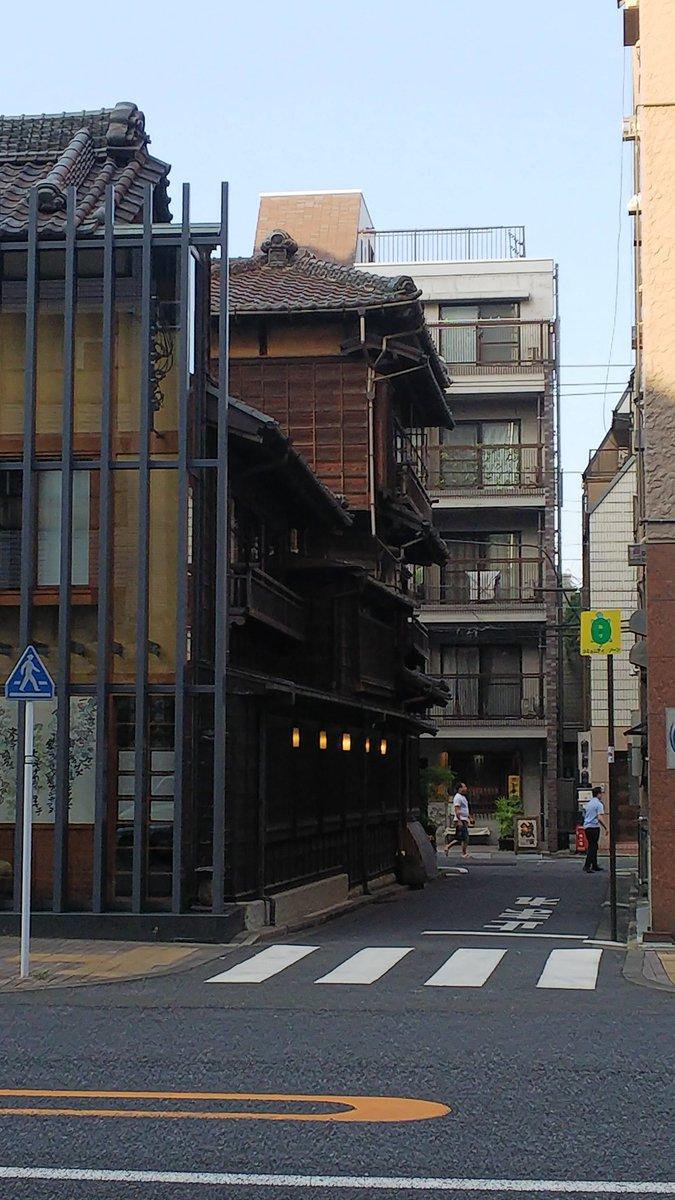 test ツイッターメディア - 美術館のある根津周辺はいつかゆっくり歩いてみたいところ。3枚目のお店は串揚げ屋さんで、実はもっと前側に建物があったけど道路の拡張で削られたんだとか。 https://t.co/p5YIeB8lSH