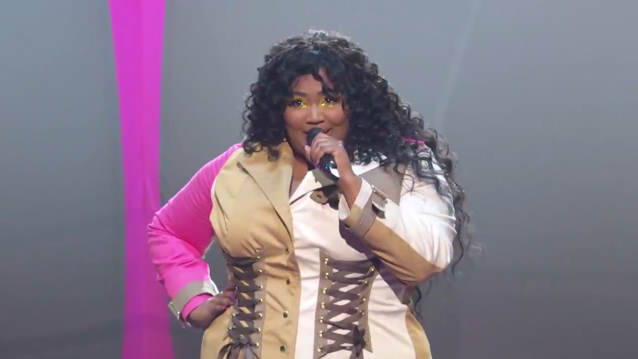 I'm 100% sure I am in love with @Lizzo 🔥🔥#VMAs https://t.co/WIYX38Vs7p