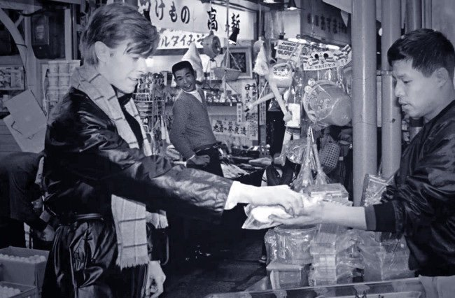test ツイッターメディア - デヴィッド・ボウイって京都に住んでた時期あったもんね。今の蹴上駅のあたりらしい。京阪電車に普通に乗ってたり古川町商店街で八幡巻き買ったりしてて、簡単な関西弁で会話も出来たとか。 https://t.co/JB0aFBqdfS