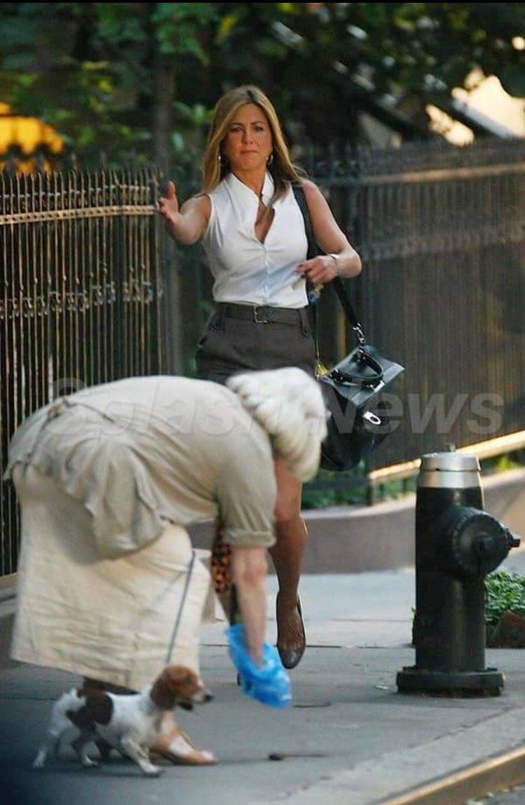 RT @_palig78: Te imaginas estar juntando la mierda de tu perro y que se te aparezca la mismísima Jennifer Aniston https://t.co/Ic4lJCrdEo