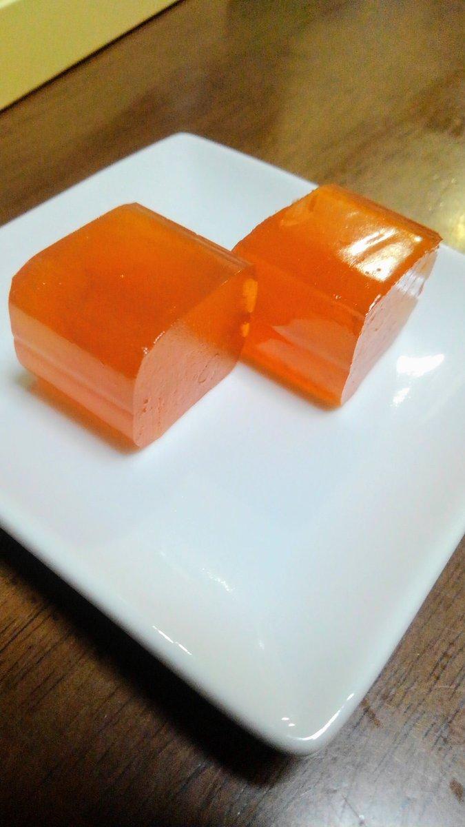 test ツイッターメディア - 去年上田のみすゞ飴本舗本店に行った時買ったみすずフルーツを開封。杏の風味がしっかり、くどくない甘さで美味しい、そして美しい。もう一本、三宝柑もあるのでたのしみだー https://t.co/hq9Ho9sap0 https://t.co/UvlzDTo4zJ