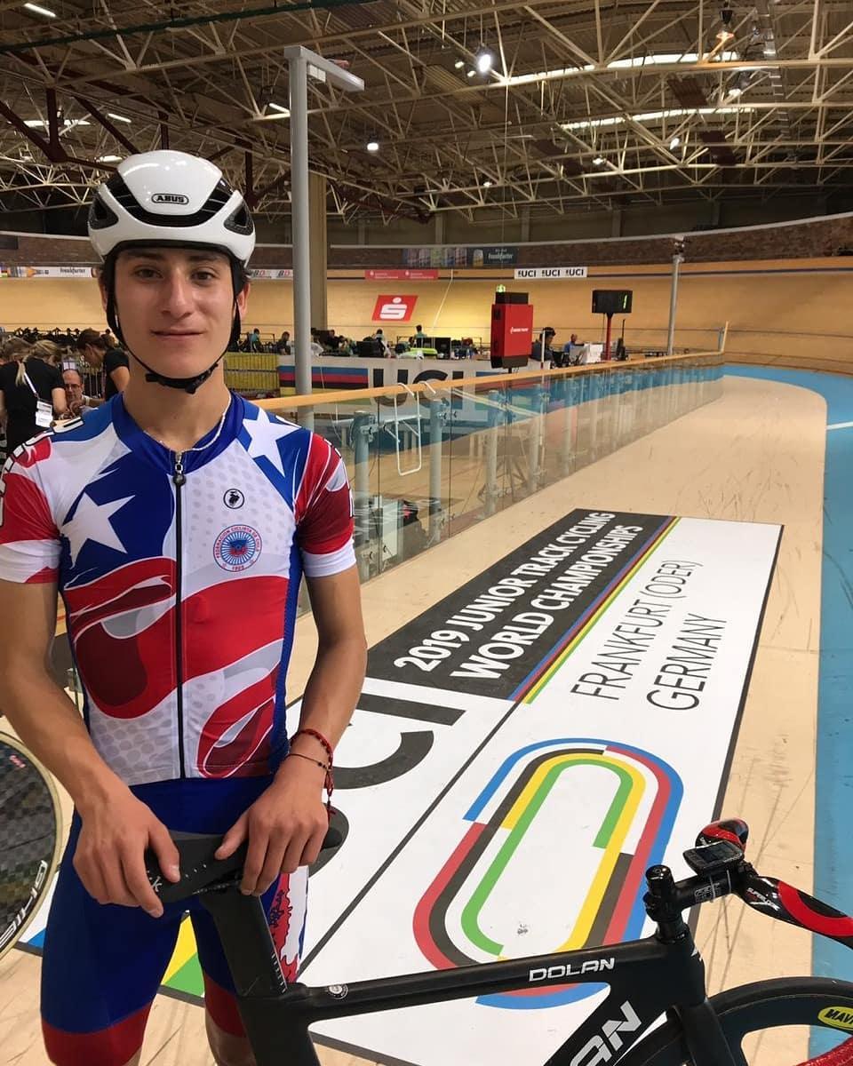 ¡Un crack mundial! Chileno Jacob Decar 🇨🇱 logró medalla de bronce 🥉 en Scratch del Mundial Juvenil de Ciclismo 🚴♀️ en Alemania 🇩🇪 ¡👏👏👏! #ChileCompite 🇨🇱 #PromesasChile https://t.co/ZCDPp4RStp