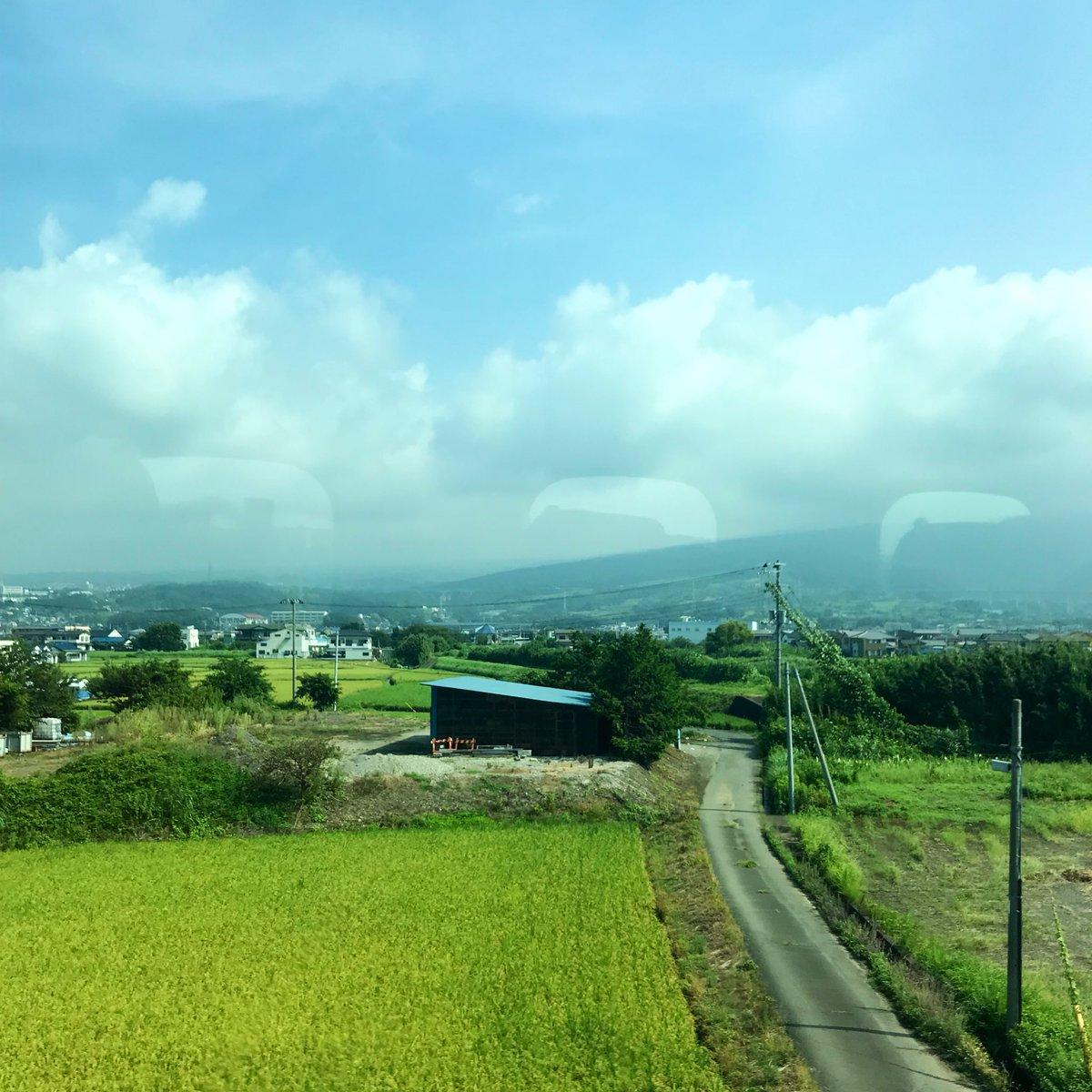 test ツイッターメディア - グリーン車で帰省〜。いつも走ってる東名高速を眺めながら、、なんて優雅なんだ…… https://t.co/g0HUNStSsQ