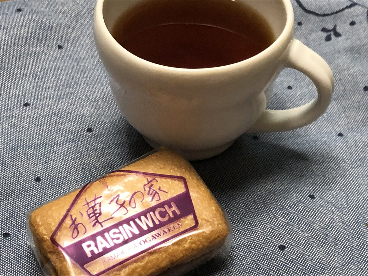 test ツイッターメディア - バシラーティーのウインターホリデー☕️ 真夏に冬の名前のお茶を…😌 お菓子は鎌倉小川軒のレーズンウィッチです✨ ラムレーズンはお酒が強すぎず優しいお味でした🌷 https://t.co/1L8fqQmQvx