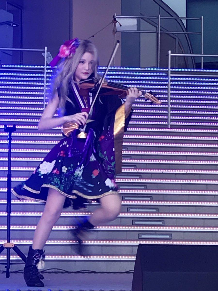 test ツイッターメディア - 平安式舞提琴隊のオリンピック1年前イベントにー!!  ガンダム横のステージで、階段の光っている色とも演奏がマッチしてたー!✨✨  物販ありで、スマホの裏にサインも!👏  観覧前に飲んで、若干ボーっとしてたのは気のせいで👍  #平安式舞提琴隊 #お台場 #東京2020 https://t.co/WZUccZ6inK