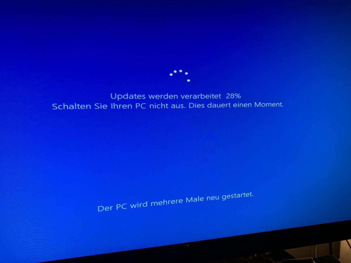 test Twitter Media - Was planning on playing some games tonight.   Well, that's not gonna happen. It's been stuck at 28% for about 20 mins now. #WindowsUpdate #Windows10 https://t.co/gDMqIwTX5s