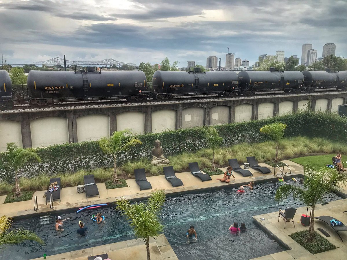 #RiceMillLofts pool packed all day! #NewOrleans #bywaternola #MississippiRiver #summertime https://t.co/isL6yL8rvu