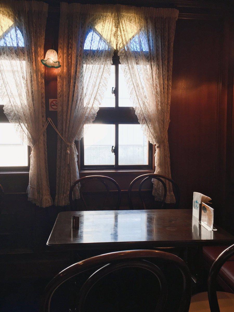 test ツイッターメディア - 昨日食べた十番館パフェ。プリンが乗っている。 馬車道十番館は1階も素敵だけど、2階も雰囲気があっていいよね。 https://t.co/c1sSTBDc8a