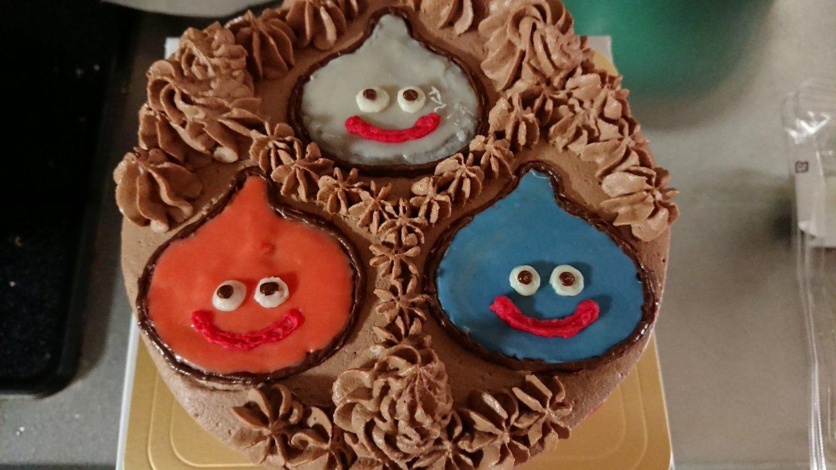 test ツイッターメディア - スライム、メタルスライム、スライムベスが、あらわれた!  今日は夏生まれの家族合同誕生会!3人が誕生日で、ドラクエ好きもいるので、オリジナルケーキを注文しました! おいしいから、みんなすぐに倒されたぁ…  #ドラクエ https://t.co/fMPkmoB6hO