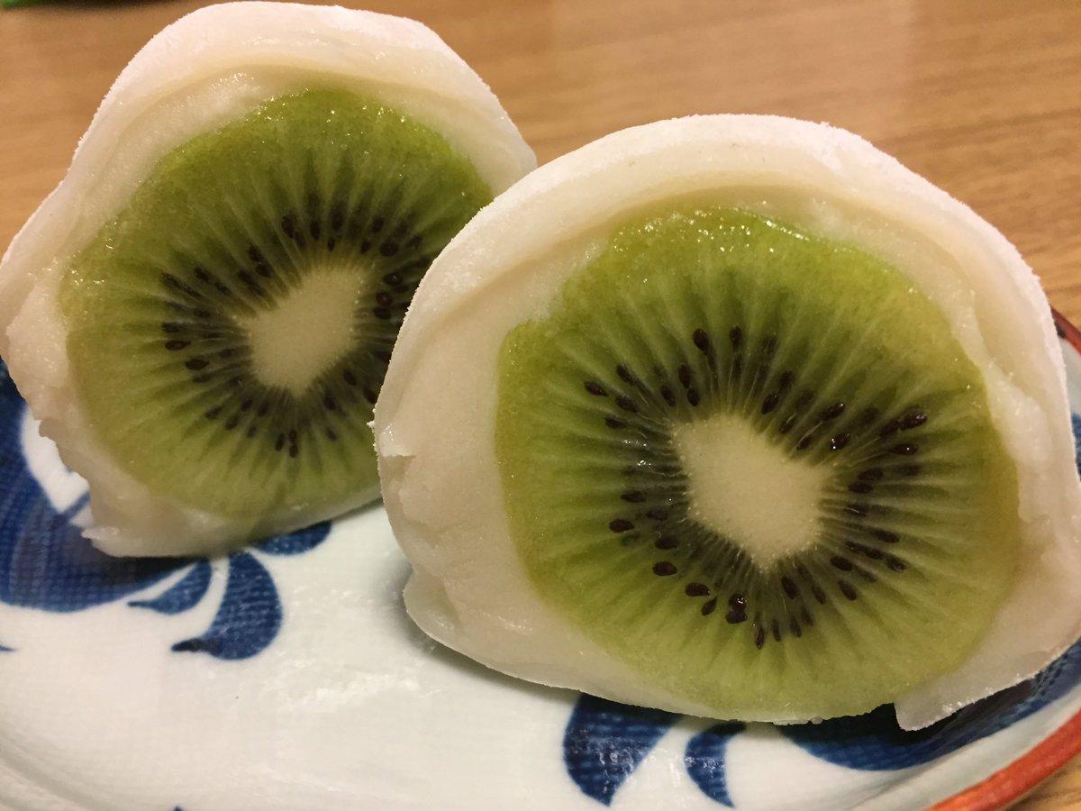 test ツイッターメディア - イベントの帰りに私が好きな団子&お餅屋さんに寄ってみたら「キウイ大福」なるものがあったので買ってみました。広島は柑橘の産地で、「はっさく大福」が有名なのですが、キウイはお初!   美味しかったー(^O^) https://t.co/NZTzHQHsmi