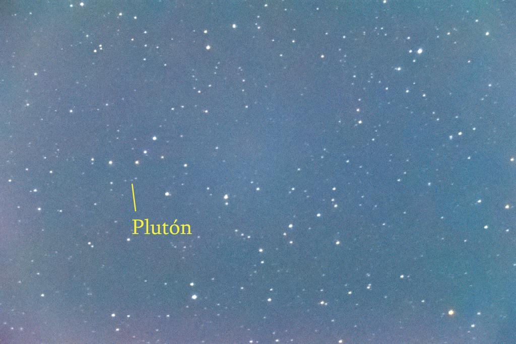RT @ANTONIO_MORENO: #Plutón!!! A 4.940 Millones de km apenas es un punto visible a través del telescopio. Pero ahí estaba anoche 😀 @El_Universo_Hoy #cielosESA #planetariofoto #Astrophotography #astronomia  Más info 👇 https://t.co/qFPSRGmuzE