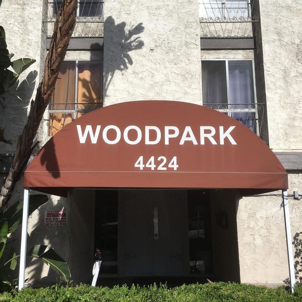Woodman and Moorpark, Sherman Oaks (at Woodpark)  https://t.co/VoNhOLjw2f https://t.co/d0bcrW2YGG