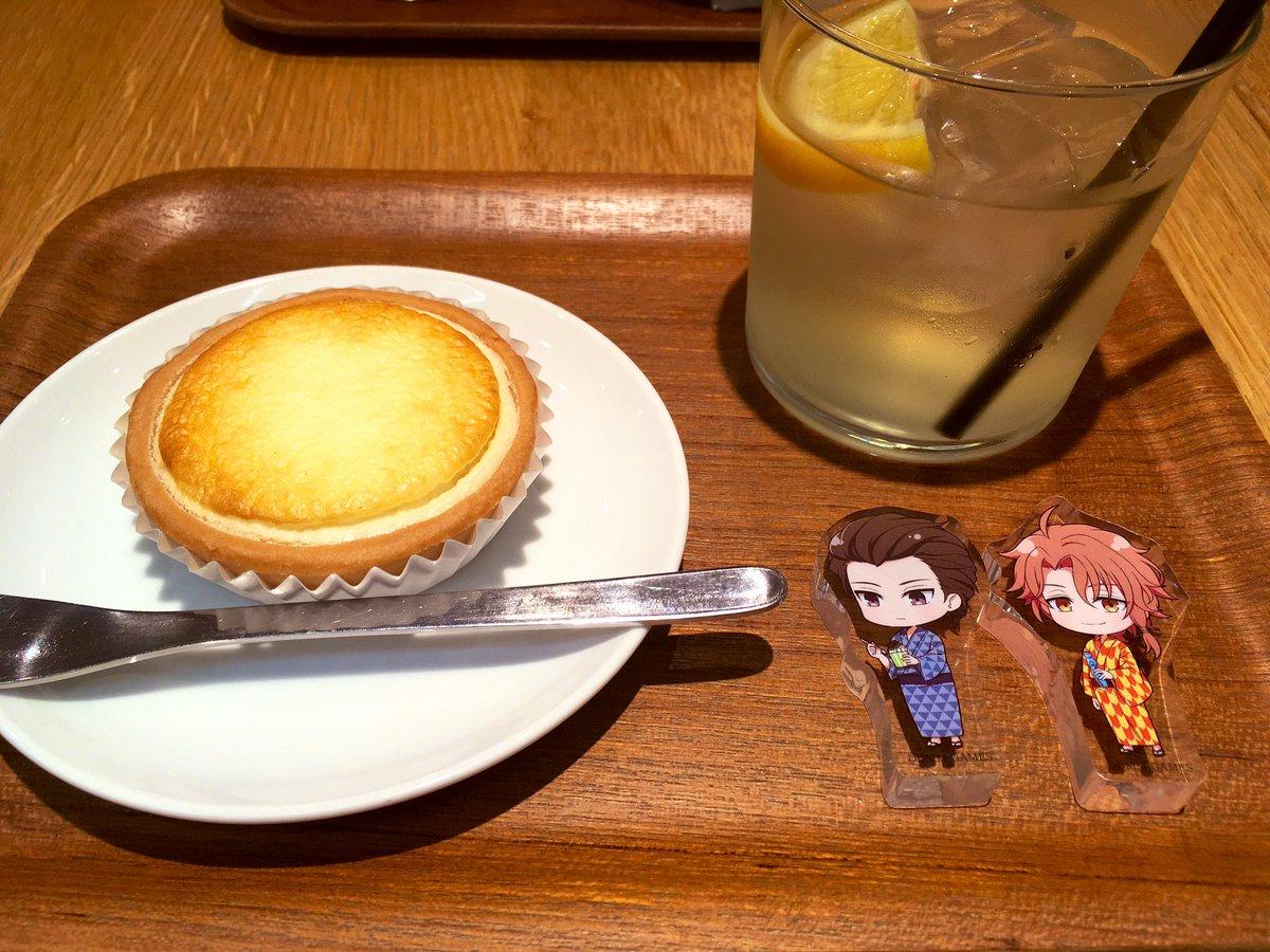 test ツイッターメディア - 小田原のあの、なんか有名な和菓子屋さん?(月のうさぎ?)の直営のカフェのチーズタルト…これ、絶品でした…! クッキー状のタルト台にトロトロのチーズケーキ、綾さんから焼きモンブラン(パイに栗が包まれてる)も分けていただいたのですが、すっごい美味しかったです…小田原行ったらまた寄る… https://t.co/WsQsM7q90w