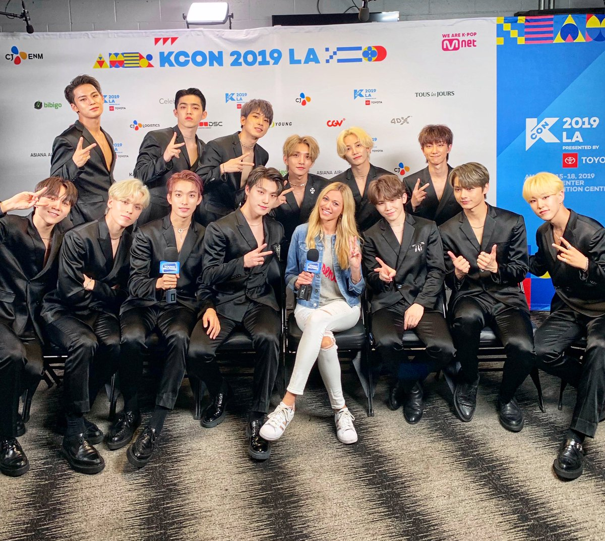 test Twitter Media - Having a blast with #SEVENTEEN backstage at #KCON19LA tonight! Stay tuned for our interview with @pledis_17! 😍🖤🎉✌️ @TracyBehr @kconusa #kcon #carats #kpop https://t.co/g9dwUqS8Rd