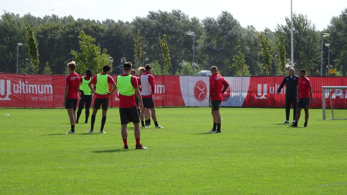 test Twitter Media - Terwijl de verbouwing in het Yanmar Stadion in volle gang is. Traint de selectie in voorbereiding op het duel van vrijdag tegen Helmond Sport. #almerecity https://t.co/TgbERgTUix