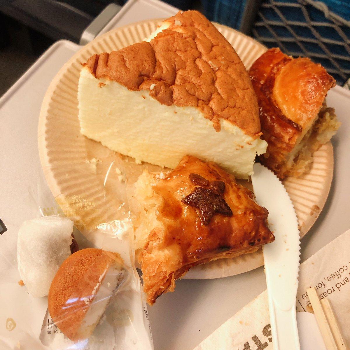 test ツイッターメディア - こだま新幹線長すぎて、車内とは思えないほどよく食べた、、食べすぎた、、ちゃんとすぐに食べれる様にナイフフォークとかつけられるのいい。 大阪土産で、うぐいすボール新しく知って面白いお菓子だった https://t.co/yPnkZvfRNt
